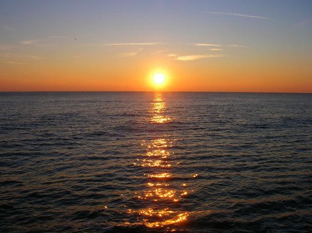 Setting_Sun_from_Saltdean_Beach_-_geograph.org.uk_-_634681